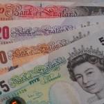 Scende il rapporto euro dollaro e Sterlina più debole